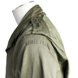 """Inscription """"armée française"""" sur l'épaule de la veste M64"""
